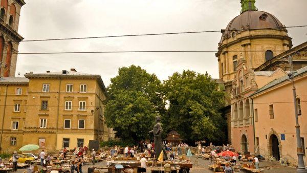 Книжковий ринок біля Федорова вул. Підвальна